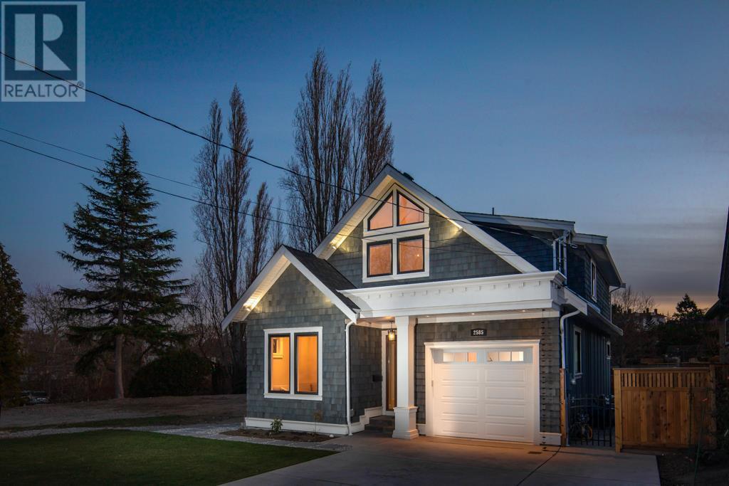2585 Cranmore Rd, Victoria, British Columbia  V8R 1Z9 - Photo 1 - 419996