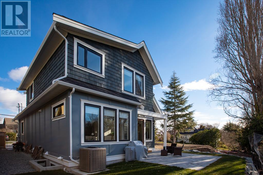 2585 Cranmore Rd, Victoria, British Columbia  V8R 1Z9 - Photo 26 - 419996
