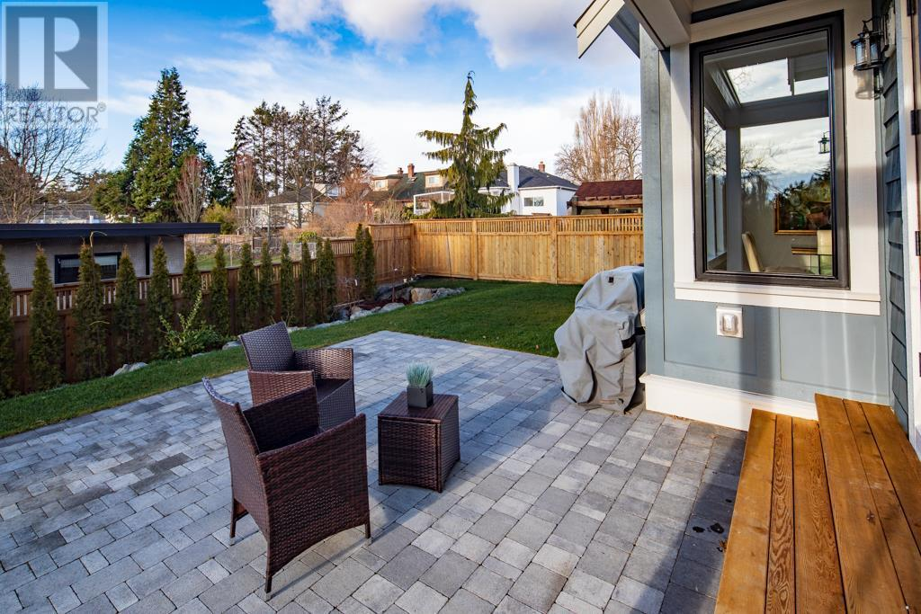 2585 Cranmore Rd, Victoria, British Columbia  V8R 1Z9 - Photo 28 - 419996