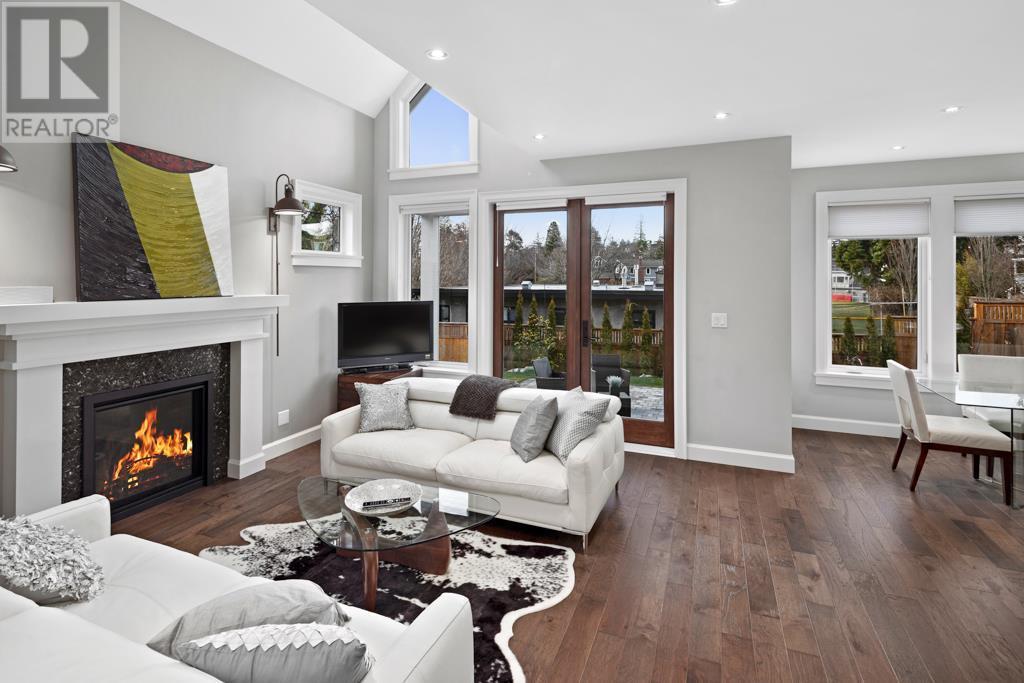 2585 Cranmore Rd, Victoria, British Columbia  V8R 1Z9 - Photo 3 - 419996